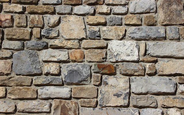 Piaskowiec na ścianę