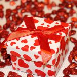Opakowania produktowe na prezent- na co zwracać uwagę?