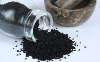 10 cennych właściwości, za które pokochasz olej z czarnuszki